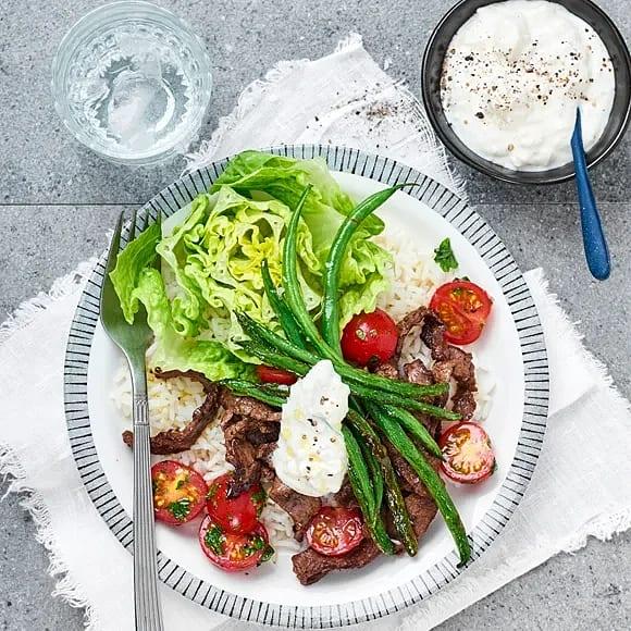 Oreganostekt lövbiff med fetaostkräm och tomat