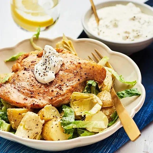 Kyckling med getoströra och ljummen potatissallad