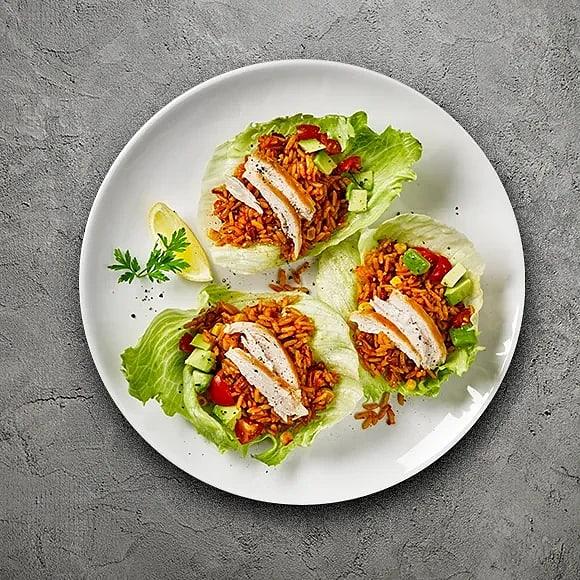 Kyckling med ris i krispig sallad
