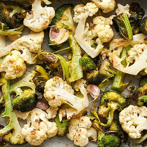 Ugnsrostad blomkål och broccoli