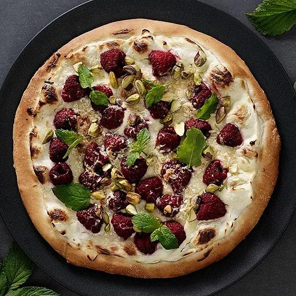Hallon- och pistagepizza med vit choklad