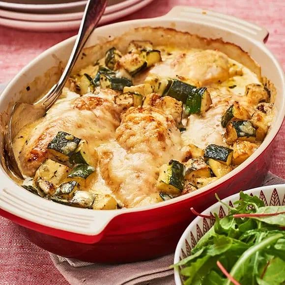 Ostgratinerad kyckling med zucchini