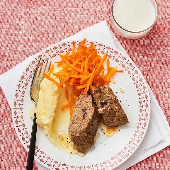 Köttfärslimpa med tapenade och ost