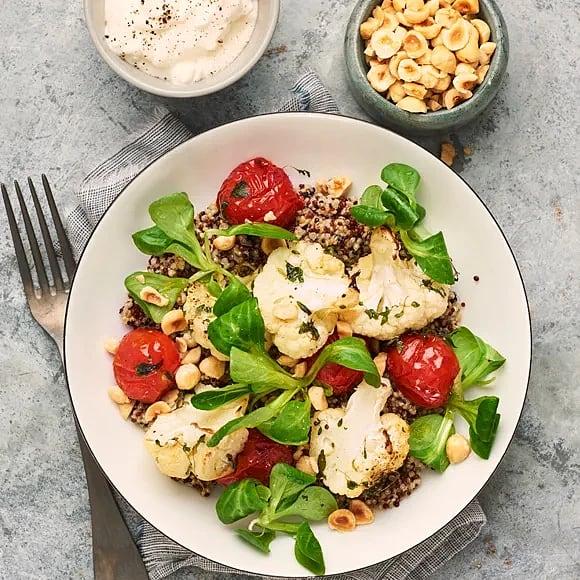 Rostad blomkål och tomat med fetaostyoghurt