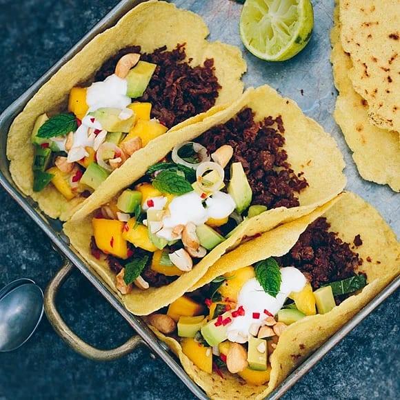 Taco med sojafärs, avokado & het mangosalsa
