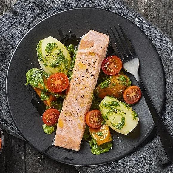 Ugnsbakad lax med salsa verde
