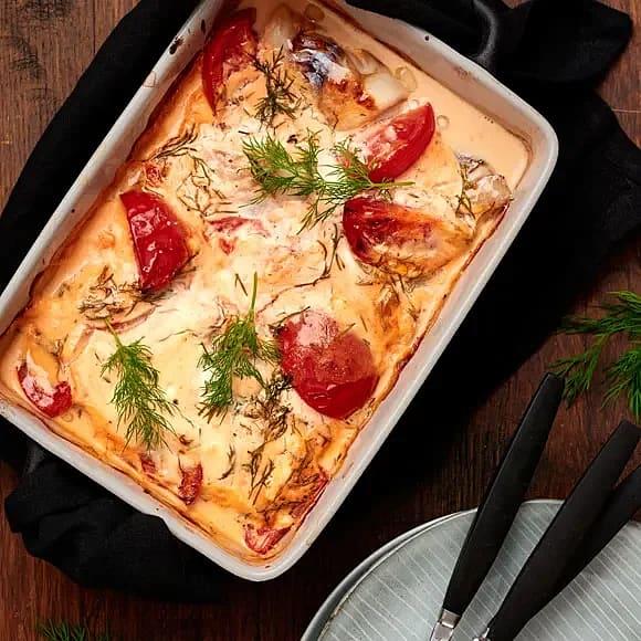 Fiskgratäng med smetana och tomat