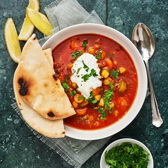 Harirasoppa med pitabröd och yoghurt