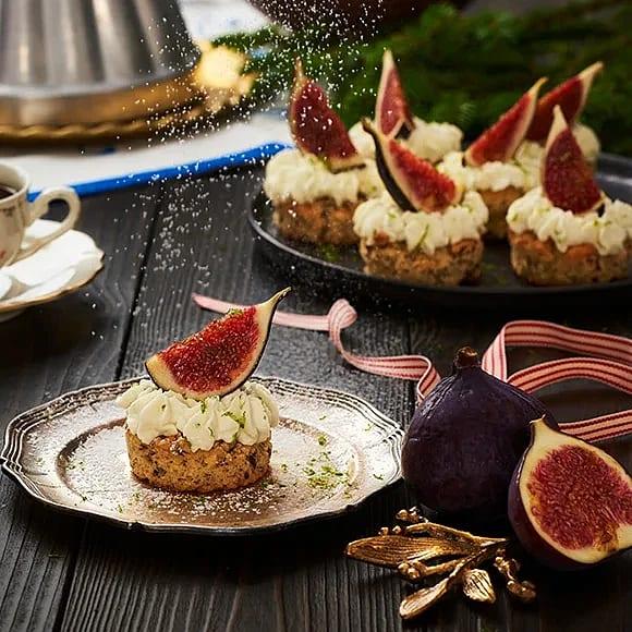Nötcupcakes med limekräm och färska fikon