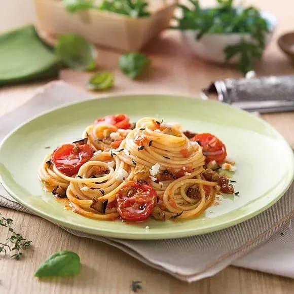 Spaghetti med aubergine, timjan och getost