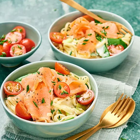 Laxpasta med tomat och pepparrot