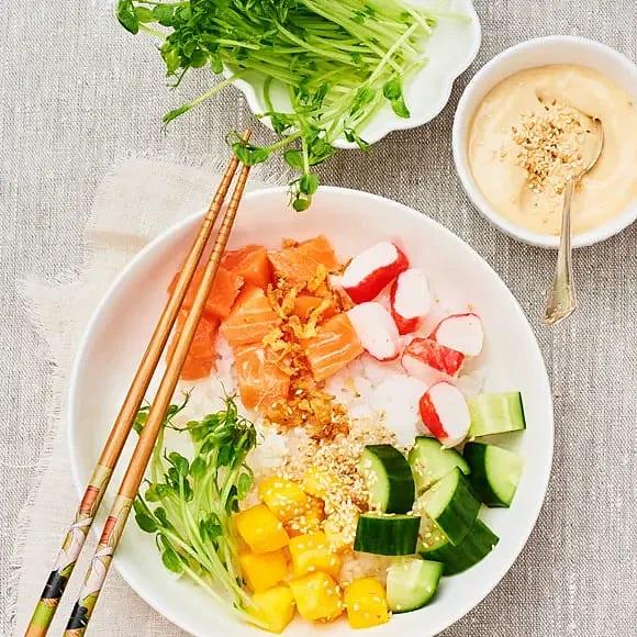 Poké Bowl med mango och lax