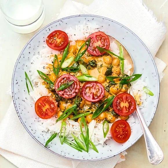 Krämig spenat- och kikärtsgryta med tomat