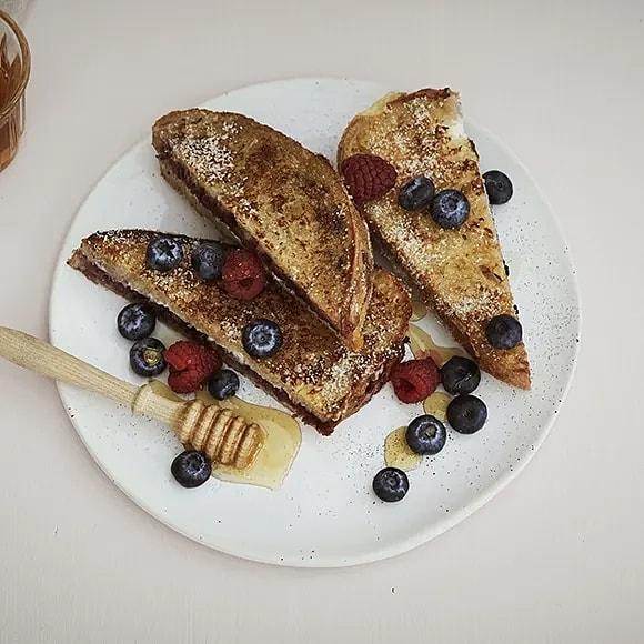 French toast med ricotta och bär
