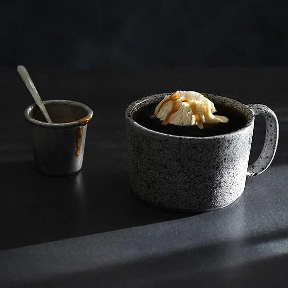 Kaffe med glass och dulce de leche