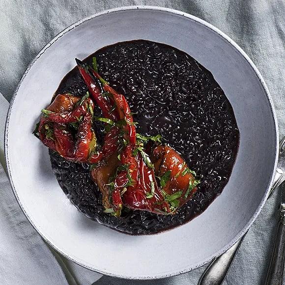 Vegansk risotto med rostad paprika och citronolja
