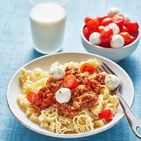 Köttfärssås med mozzarella och tomat