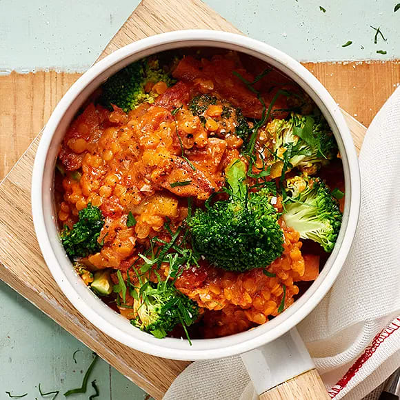 Korv stroganoff med broccoli och röda linser