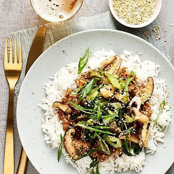 Kycklingfärs i hoisinsås med pak choi