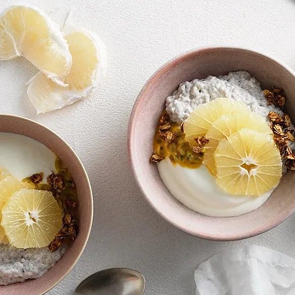 Chiabowl med yoghurt, pomelo och kanelhavre