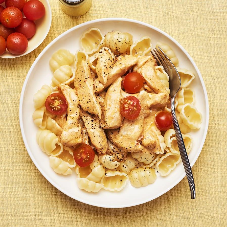 Kycklinggryta med paprikapesto och tomat