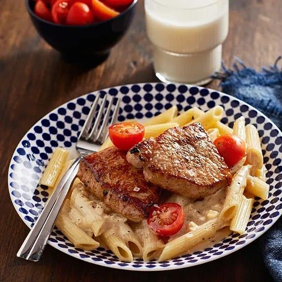 Fläskytterfilé med gräddig sås och pasta