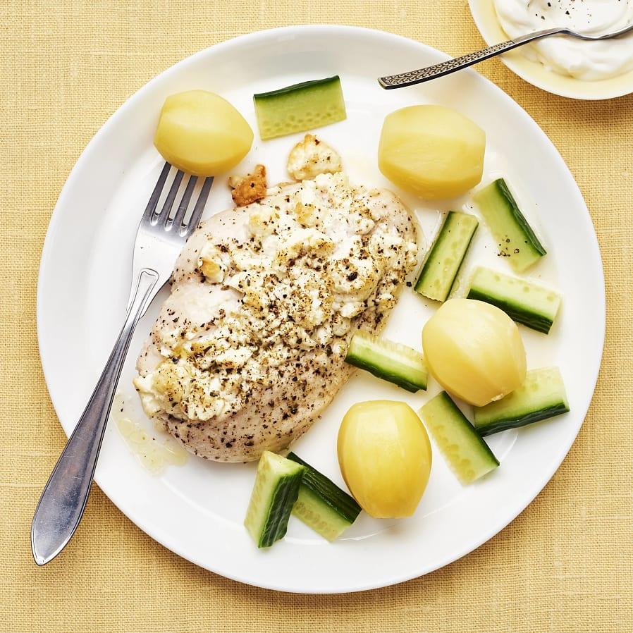 Fetaostfylld kyckling med oregano och vitlökssås