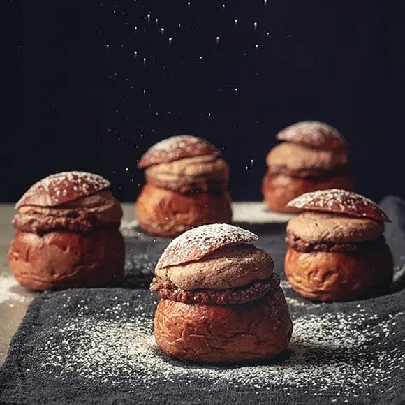 Minisemlor med choklad och hasselnötter