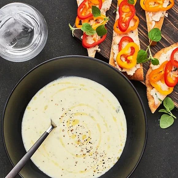 Tryffeldoftande potatis- och purjolökssoppa med bönspread