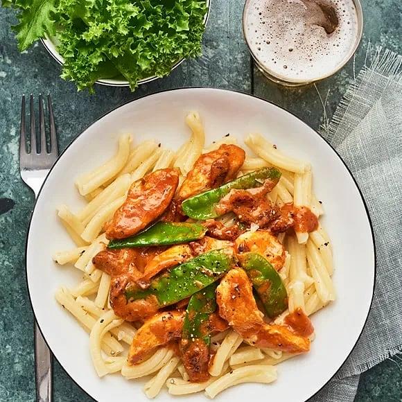 Kyckling i tomatsås med pasta