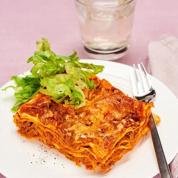 Lasagne med cosmopolitansallad