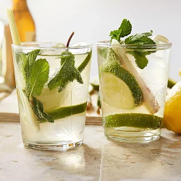 Gin och tonic med citrongräs