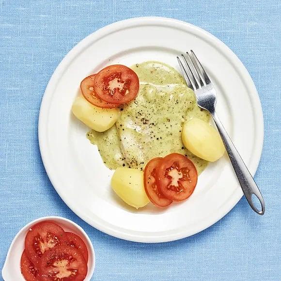 Fiskgratäng med pesto och tomat