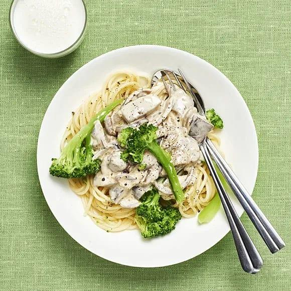 Pasta med svampsås och broccoli