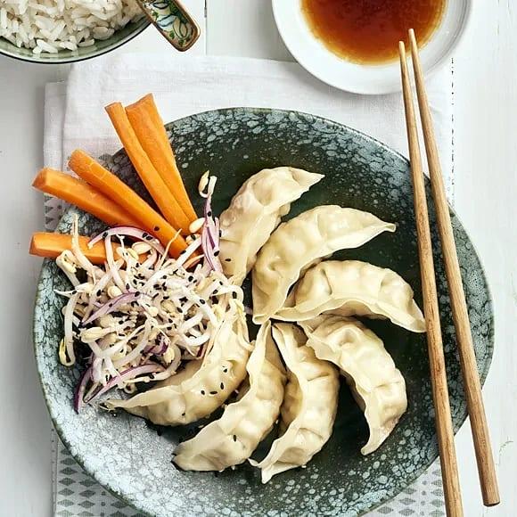 Vegetariska dumplings med limemarinerade böngroddar