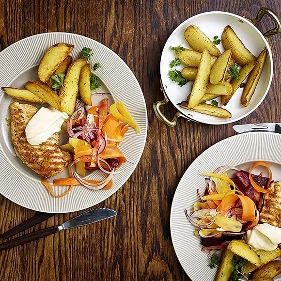 Minutfilé med rostad potatis och morotssallad