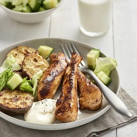 Kycklingfilé med vitlökssås och klyftpotatis