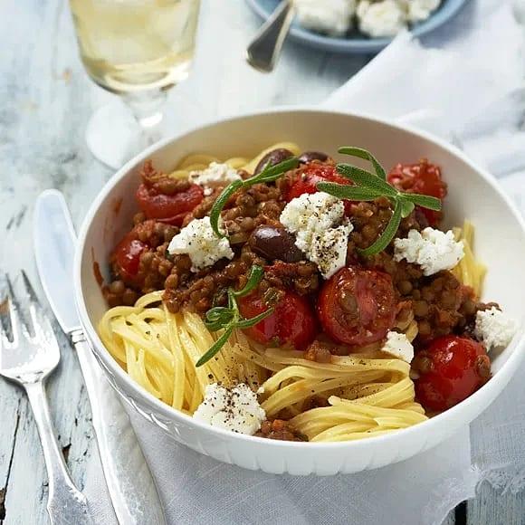 Tonarelli med linser och tomat- och olivsås