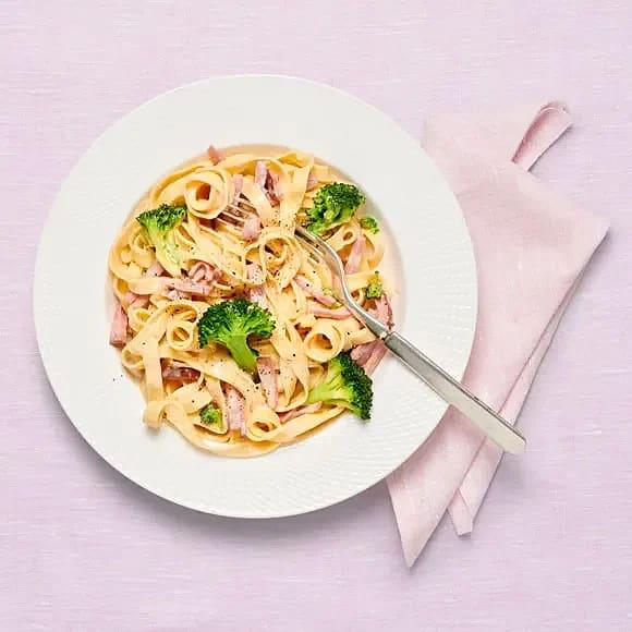 Krämig skinkpasta med broccoli