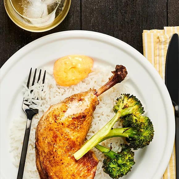 Kycklingklubba med paprikadipp och rostad broccoli