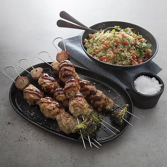 Kycklingkebab på spett med smak av ingefära, vitlök och BBQ