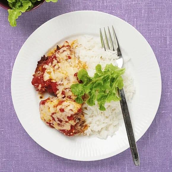 Ostgratinerad jättebiff i tomatsås
