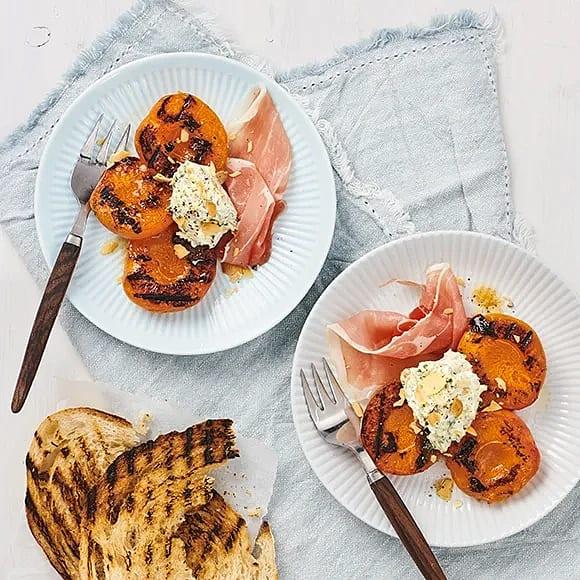 Grillade aprikoser med mandel och citronmascarpone