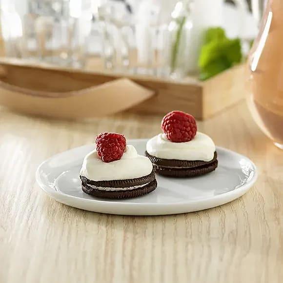 Busenkla mini-cheesecakes med Oreo och hallon