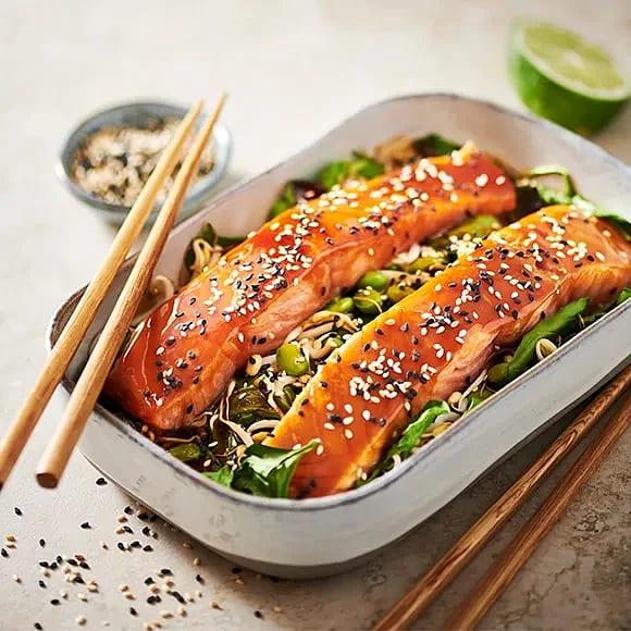 Lax i ugn med teriyakisås och sojabönor
