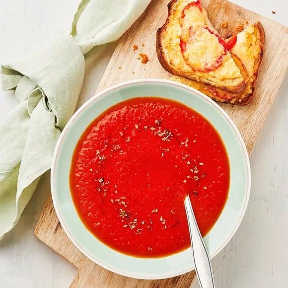 Tomatsoppa med varma mackor