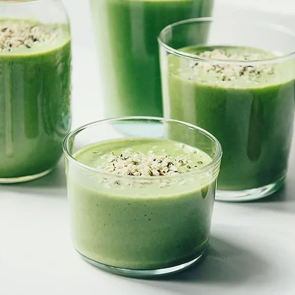 Grön smoothie med päron och spenat