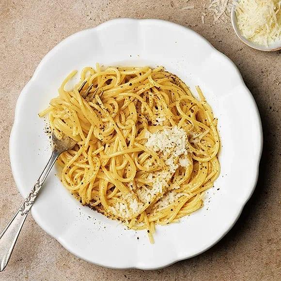 Cacio e pepe - pasta med parmesan och peppar