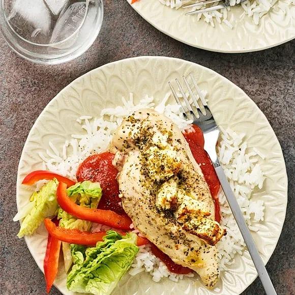 Fetaostbakad kycklingfilé med tomatsås
