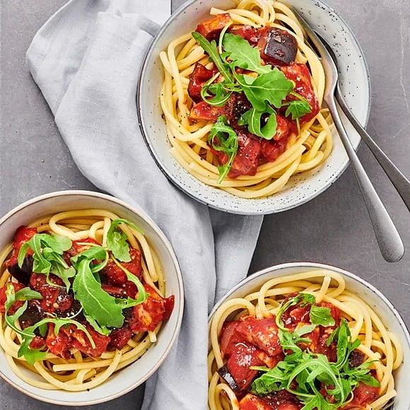 Het kycklingpasta med tomat och aubergine